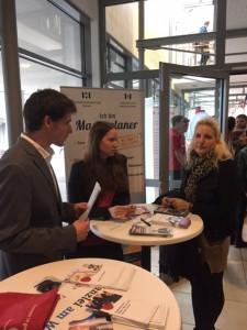 Unsere zwei Auszubildenden Kira Rüther und Nils Effertz mit  Nina Gröchtenmeier